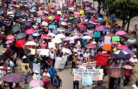Liberan a 44 maestras y maestros detenidos en Chiapas