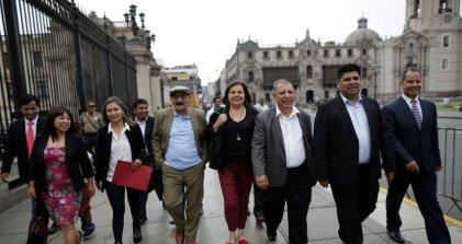 Las reales posiciones de Uníos y Fernández Chacón durante la crisis peruana