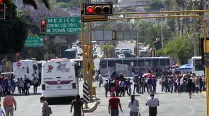 Tres semanas de bloqueos en Oaxaca: el magisterio suma apoyo