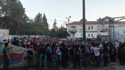 Masiva asamblea de estudiantes contra las redes de trata en la Universidad Nacional de Córdoba