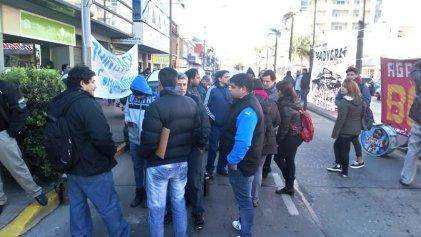 Trabajadores de Barrier Solution-Printpack movilizaron al Ministerio de Trabajo de Tigre