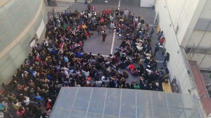 Córdoba: masiva asamblea de la Facultad de Derecho pide la renuncia del decano Barrera Buteler