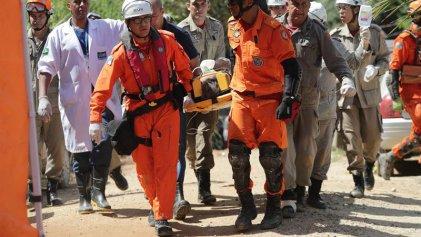 Derrumbe fatal en Rio: al menos 2 muertos y 17 desaparecidos al caerse dos edificios