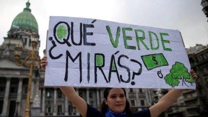"""#ClimateStrike   Jóvenes protestan hoy en Plaza de Mayo: """"No queremos ser el basural del mundo"""""""
