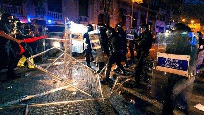 La represión se extiende por las ciudades catalanas mientras crece la resistencia a la sentencia