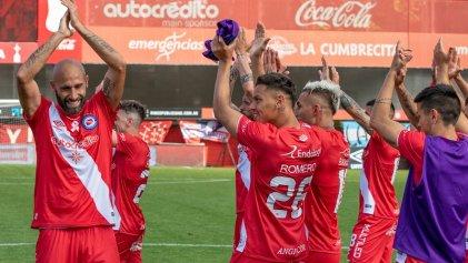 En pleno cumple de Diego, Argentinos superó a Talleres y es único líder
