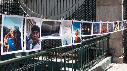 """Fotógrafas del estallido en Chile: """"Para nosotras siempre hay toque de queda"""""""