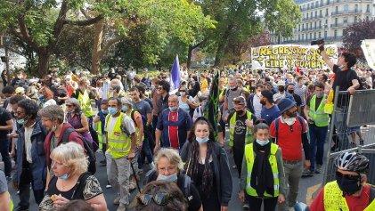 A pesar de la represión, miles de chalecos amarillos volvieron a tomar las calles de Francia