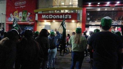 """Trabajadores de McDonald's: """"Unidos podemos ganarle a la empresa"""""""