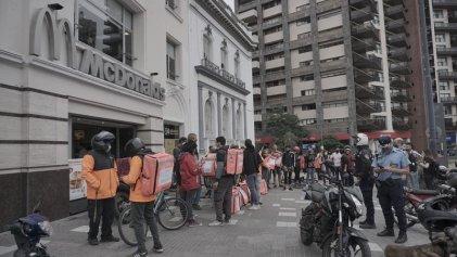 Repartidores de Rappi bloquean McDonald's en Córdoba