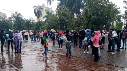 Estudiantes secundarios marcharon en Jujuy para que se realice la cena blanca