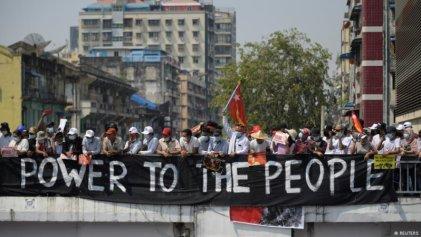 La huelga general paraliza a Myanmar y desafía a los militares