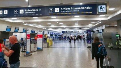 El Gobierno extendió el cierre de fronteras para turistas y fijan medidas sanitarias