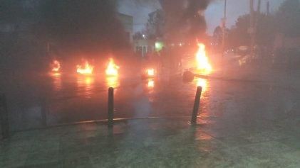 En José C Paz vecinos cortan Av Croacia exigiendo mejoras en las calles