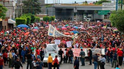 Michoacán: diez mil maestros en marcha contra la reforma educativa