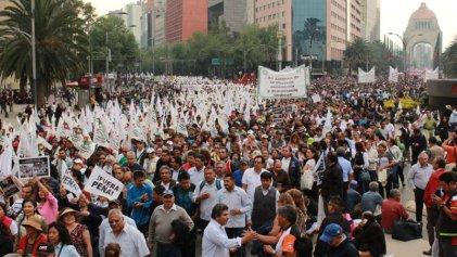 Decenas de miles de trabajadores toman las calles contra el gasolinazo