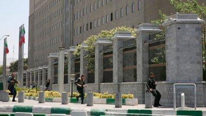 Al menos 12 muertos y 39 heridos en doble atentando del Estado Islámico en Teherán