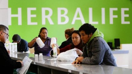"Desenmascara ""Betting on zero"" estafa de la empresa de suplementos Herbalife"