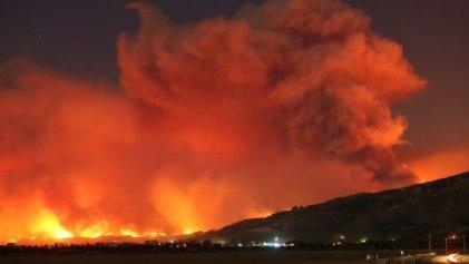 Incendio incontrolable en California deja un muerto y miles de evacuados