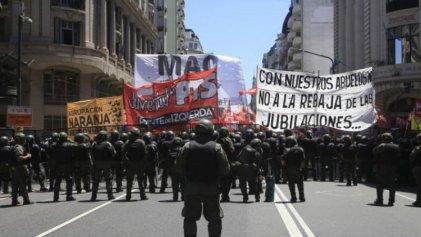 Maestros mexicanos en solidaridad con Daniel Sandoval y los reprimidos en Argentina