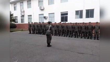 Escandaloso homenaje de suboficiales chilenos a escoltas de Pinochet