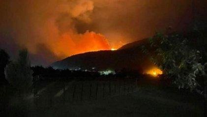 Es imparable el incendio en El Bolsón ante la negligencia del Estado