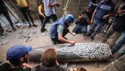 """Graffiti en Gaza: """"Convertir un arma de destrucción en una obra de arte"""""""
