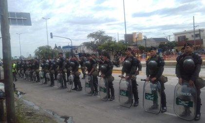 Morón: sobraron actores y gendarmes en la inauguracion del Metrobus