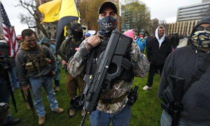 La Policía y las milicias de derecha en EE. UU., una larga historia de cooperación