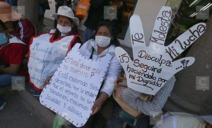 Maestros peruanos mantienen la huelga a pesar de la represión y las amenazas
