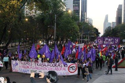 Marchan Miles de Mujeres por las calles de CDMX