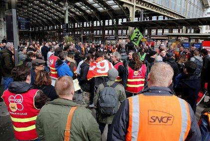 La huelga contra el ajuste de Macron paraliza los trenes en Francia