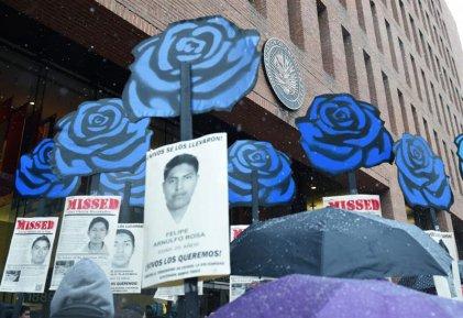 Padres de Ayotzinapa inician #Caravana43 por Estados Unidos