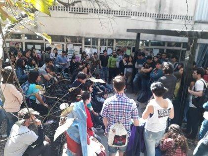 En el Lillo los estudiantes también se organizan para defender la universidad pública