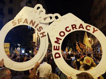 A un año del Referéndum, más de 180.000 personas se manifiestan en Barcelona