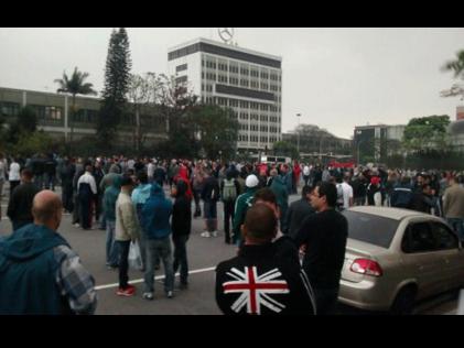Brasil: asamblea vota continuar la huelga en Mercedes Benz
