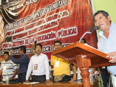 La Sección 22 decide no reconocer al IEEPO de Gabino Cué