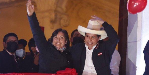 Pedro Castillo asume la presidencia en medio de una crisis social y económica en Perú