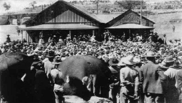 Los obreros de Cananea inician la histórica huelga de 1906