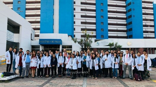 Residentes del hospital Fray Bernardino Álvarez se van a paro indefinido