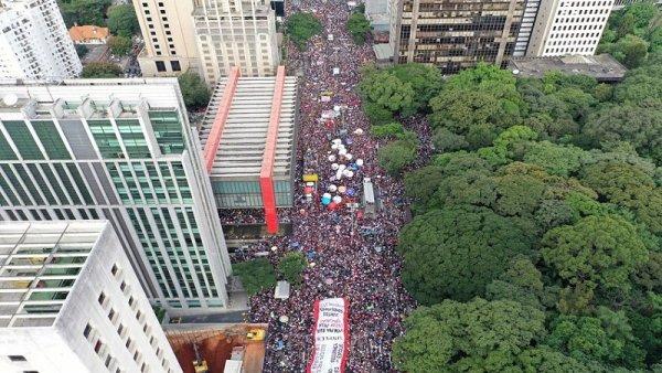 [FOTOGALERIA] Masivas movilizaciones le dicen no al ajuste de Bolsonaro
