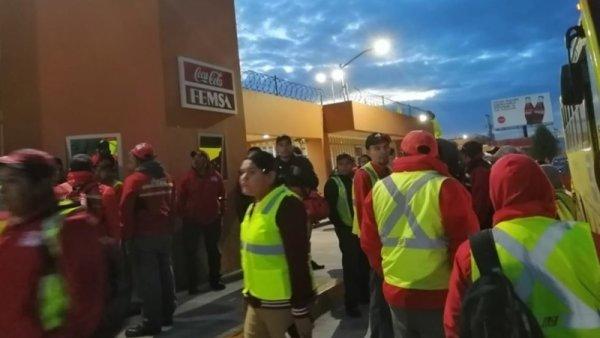 Trabajadores de Coca Cola Toluca inician paro de labores