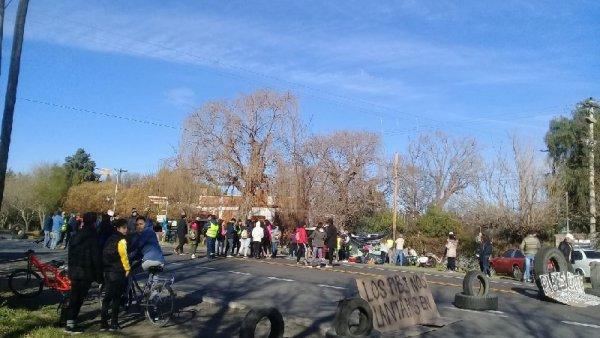 Mendoza: estudiantes secundarios protestan contra el fracking y el Gobierno responde con Gendarmería