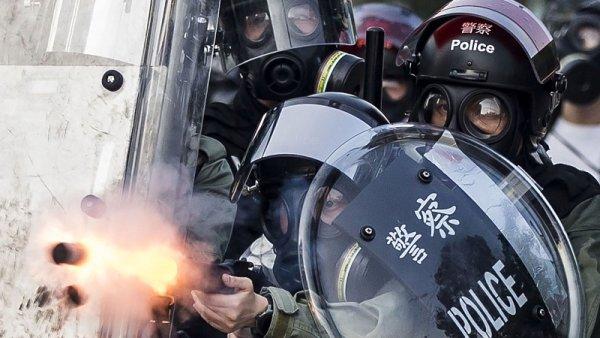 La Policía de Hong Kong dispara con balas de plomo contra manifestantes