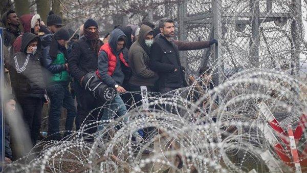 """Refugiados sirios: """"Los policías griegos nos robaron todo, nos apalearon y nos devolvieron a Turquía"""""""