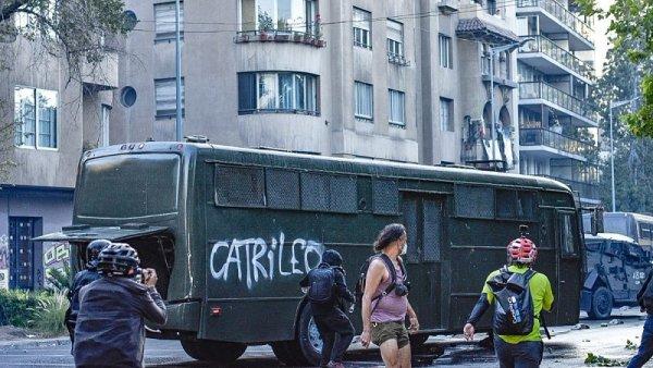 Reprimen en Chile manifestación a trece años del asesinato del joven mapuche Matías Catrileo