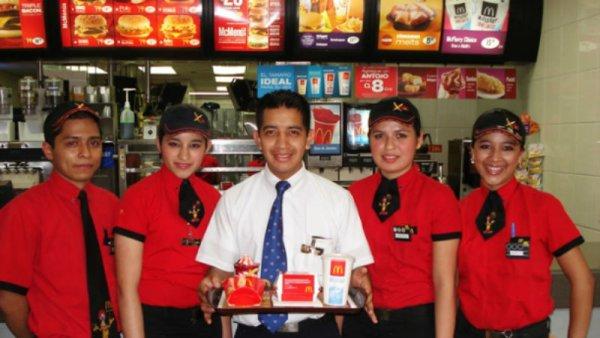 McDonald's explota a sus trabajadores: esto gana un joven de ayudante general