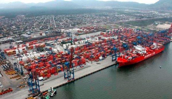 La huelga de los petroleros causa escasez en uno de los principales puertos de Brasil