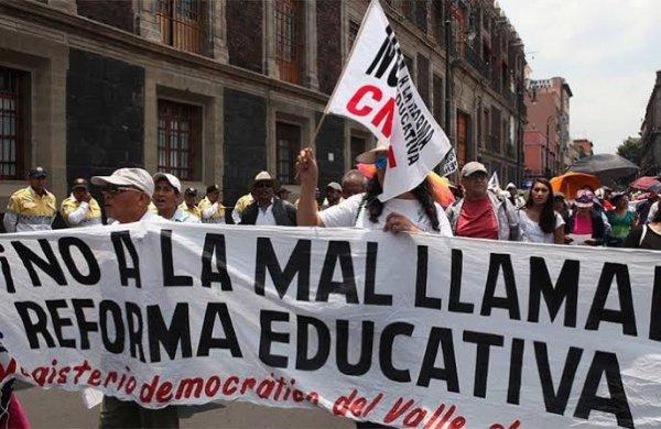 """En """"albazo"""", la Cámara de Diputados dio lectura a dictamen de la Reforma Educativa"""