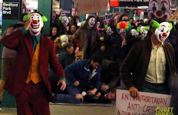 """¿Qué pasa si un día los desposeídos deciden defenderse?: Michael Moore sobre """"Joker"""""""